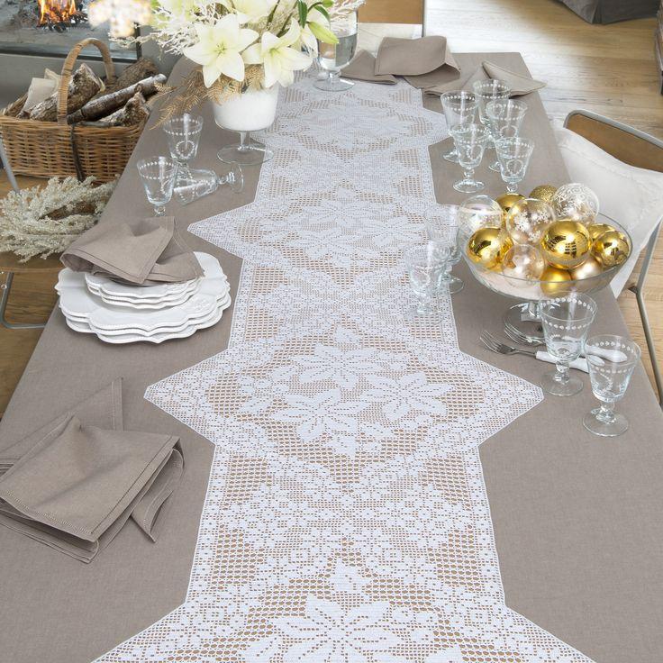 Tessuto di puro cotone Lario unito nocciola e schema su carta a quadretti per realizzare la tovaglia e i tovaglioli con tramezzo ad uncinetto filet