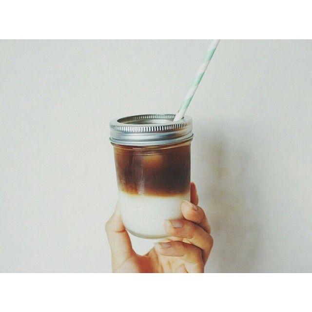 おしゃれな人のインスタグラムやブログに、たびたび登場してくる、きれいな二層の【ツートンコーヒー】!作ってみたいけど、なんだか大変そう・・って思っていませんか?実はいつものカフェオレに、ちょっとひと手間加えるだけで出来ちゃうんですよ☆覚えておいて損はない、ツートンコーヒーの作り方を伝授します♪