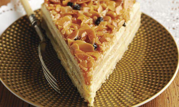 Engadiner Torte: Teig: Mehl, Nüsse, Vanillezucker, Salz und Butter mit den Händen zu einer krümeligen Masse reiben. Zucker dazumischen. Restliche Zutaten ...