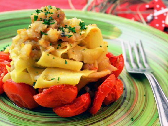 Tagliatelle fatte in casa con baccalà e pomodori confit - 45 minuti di preparazione #RicetteNatalizie