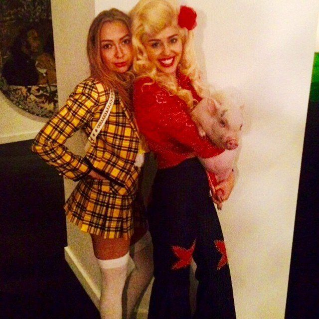 Pin for Later: Miley Covers Up in a Country Costume Complete With a Pig!