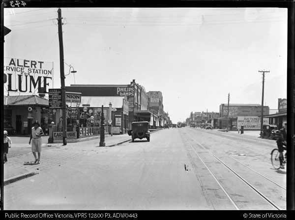 Intersection of Hutton and High Streets, Thornbury, c.1925.  PROV collection. 12800-P0003-000044-050.jpg