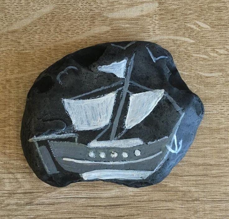 "taş boyama ""Beyaz İnci"" yelkenli tekne - stone painting ""White Pearl"" sailing boat - 9 x 7 x 1 cm - 50 TL"