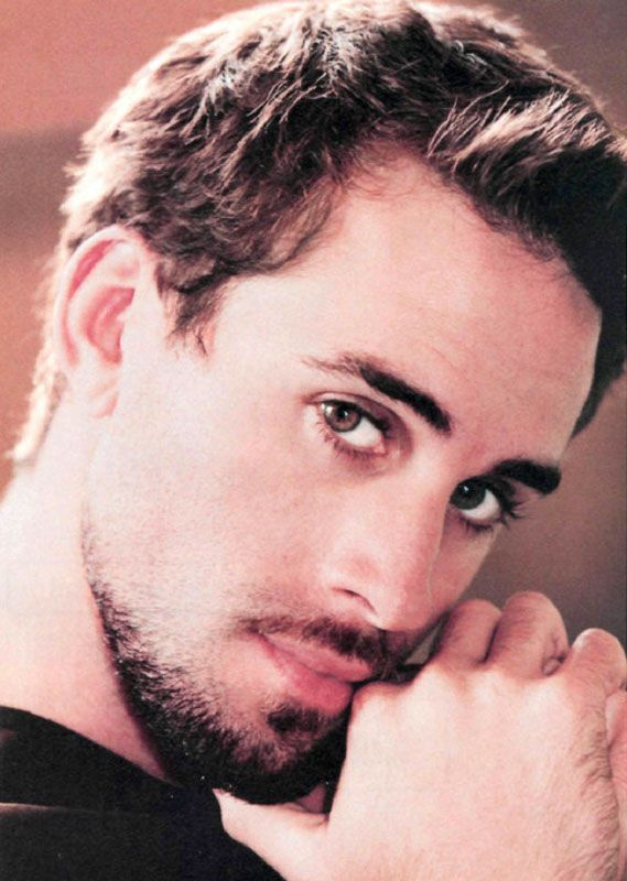 "Joseph Fiennes - Like elder brother Ralph, the wide-eyed Joseph's daring inventiveness has helped him establish a career salient in its own right. While comparatively obscure to his brother, his own repertoire proves the more sensational, however slightly. Whether playing the title role in the epic ""Luther,"" an emotive and seductive playwright in ""Shakespeare in Love,"" or the deviant assassin in ""Killing Me Softly,"" his penchant for the offbeat and intellectually stimulating is exemplary."