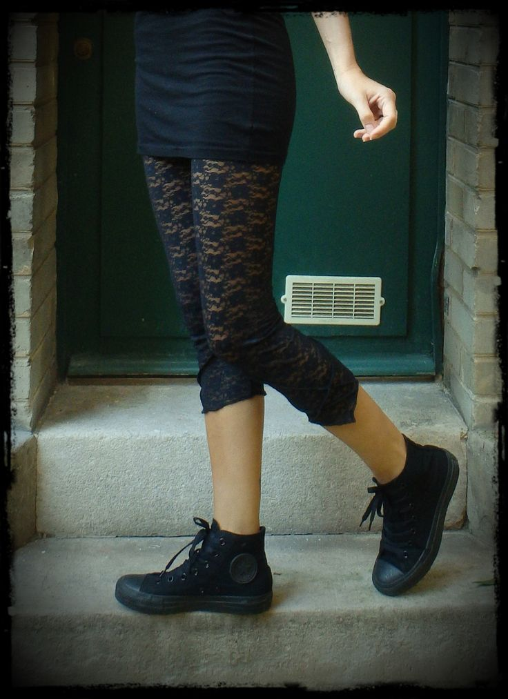 Legging court taille 2 en pointe surpiqué en dentelle marine très foncé : Pantalons, jeans, shorts par lady-tranx-n
