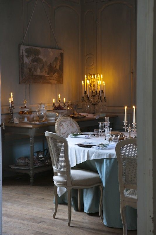 Le Grillon Voyageur - love the whole picture.  These chairs are fabulous!