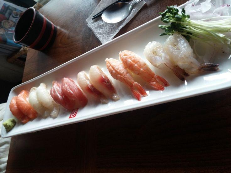 "#KoreanFood #옴니커뮤니티 #먹터레스트 #omni #경리단 #sushi #얼 #초밥  korean food라고 써놓고 한국음식은 잘 안올리고 있는게 함정이지만 맛집을 추천드리고자...ㅋㅋㅋ 경리단에 있는 다섯평남짓한 작은 스시바 ""얼""이라고 하는 가게를 소개합니다. 퇴근길에 지인과 가볍게 한잔하기 딱 좋은 가게입니다 :)"
