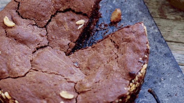 Mørk chokoladekage med pærer og syltet ingefær | Femina