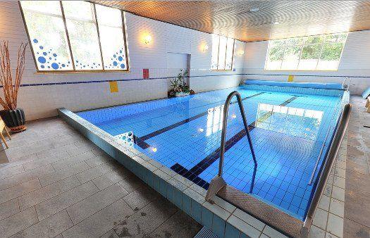 Heerlijk afkoelen in het zwembad bij Sauna 't Dalhuus