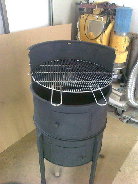 Barbacoa hecha con un bidón (tonel) - Quieres ver más herramientas, visita el Foro de Asadores: http://www.hechoxnosotrosmismos.com/f70-hornos-de-lena-asadores-barbacoas-churrasqueras-parrilleros-grill-s/                                                                                                                                                                                 Más