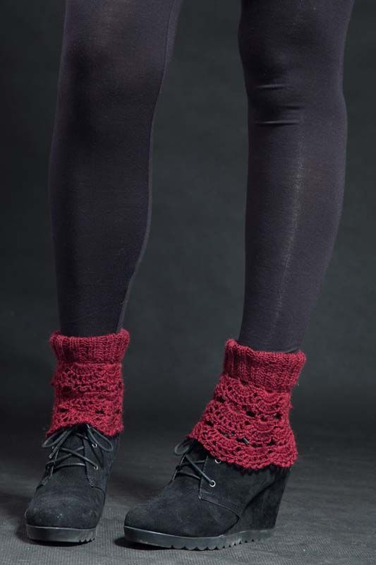Návleky na nohy bordó 140305 Návleky na nohy jsou uháčkovány krásným krajkovým vzorem zakrylové příze. Dají se nosit do kozaček - přeložené nebo povytáhlé, a to ksukni i džínám nebo ke kotníčkovým botům, ale i kletním otevřeným -pro ty extravagantní zvás... Délka - 25 cm Toto zboží se báječně hodí k: návleky na ruce, svetřík,kabelkanebo ...