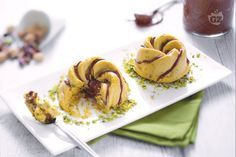 Il semifreddo al pistacchio e Nutella è il dessert perfetto per concludere in bellezza una cena estiva. Fresco e goloso piacerà a tutti i commensali.