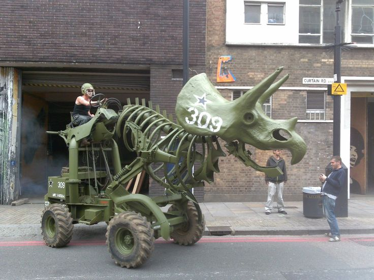 Wreckage rides the beast: Like A Boss, London, Stuff, Garage, Dinosaurs, Triceratop Tractors, Dreams Cars, Hilarious Photos, Motors Triceratop