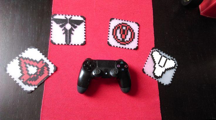 Coasters perler beads geek gamer Assassin's Creed, The last of us, Borderland, Destiny