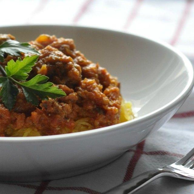Een At-A-Glance Guide to Eating Paleo met 5 Gemakkelijke Recepten - Spaghetti Squash met Paleo vleessaus