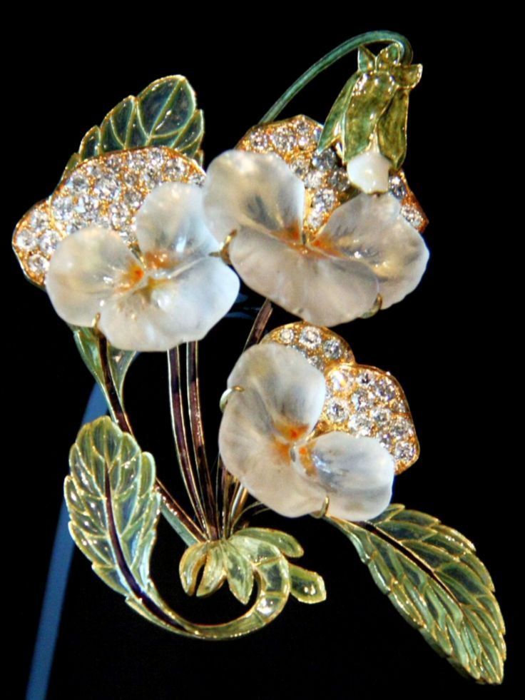 René Lalique 'Pensées' Brooch (1903-04): glass/ gold/ diamonds/ enamel - Coirtesy Société Lalique S.A. | Sokleine, flickr.com