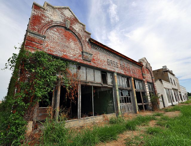 Abandoned building in Cairo, Illinois