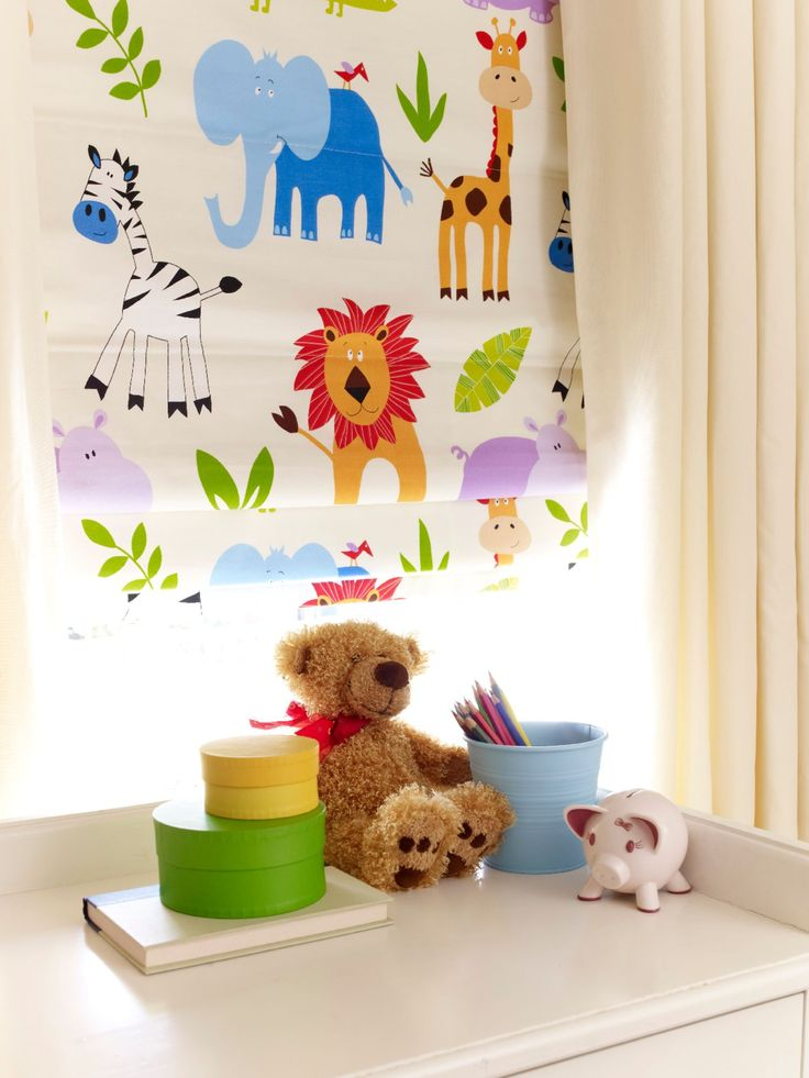 Our Safari Multi Roman blind design is loads of fun for a child's room. Featuring a graphic, jungle animal pattern it will stimulate their imagination - and best of all, it's available with a blackout lining to help encourage a sound night's sleep. Layer with children's curtains for a gorgeous effect.