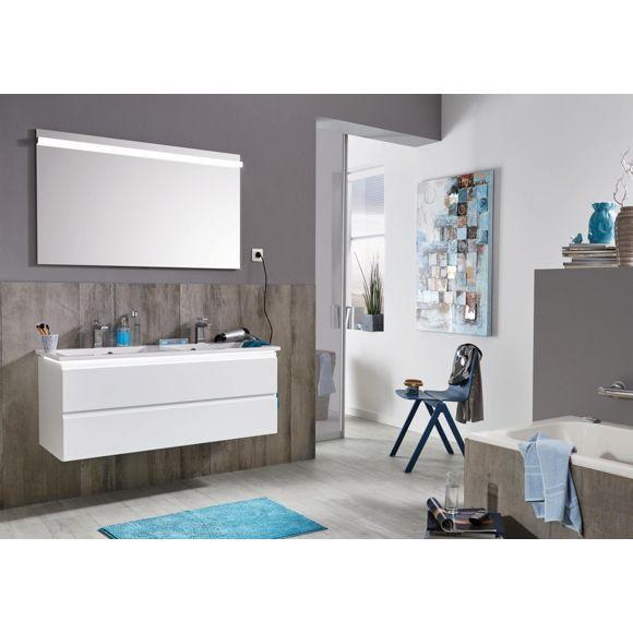 Edles Badezimmer In Polarweiß Mit Großem Spiegel Von NOVEL