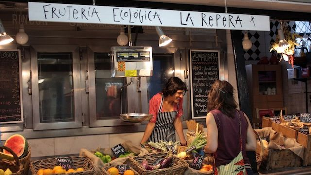 LA REPERA- Frutería ecológica. Mercado de San Fernando, Lavapies, Madrid.