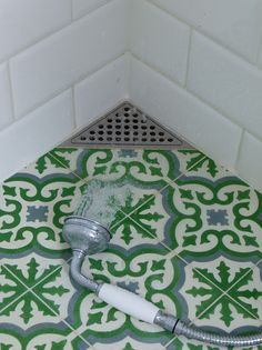 love the corner drain!