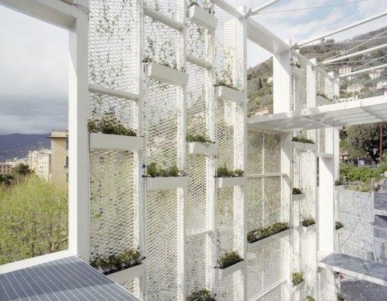 La façade verte du Sea Arts Hôtel à Camogli, près de Gênes par Gosplan.