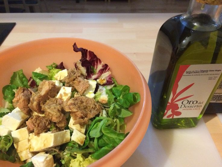 Fresh Green salad with goat cheese, tunna fish, vinegar and our Hojiblanca #evoo