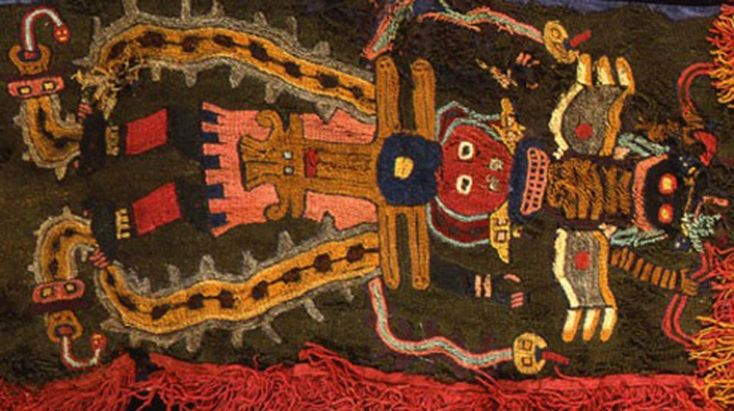 Manta Paracas, cultura Parracas, Peru. Os têxteis eram considerados um símbolo de status e riqueza. As múmias de líderes foram envoltas em camadas das melhores tapeçarias junto com joias, armas e objetos religiosos.