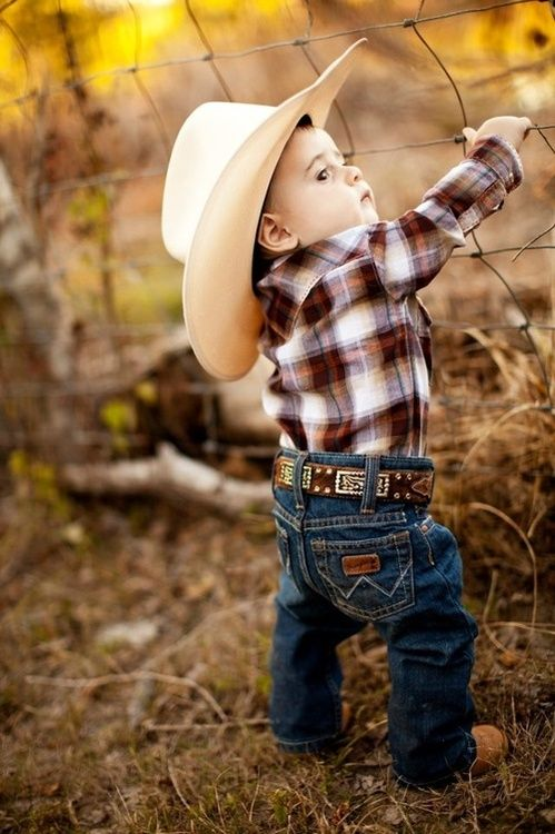 Look at those little wranglers. :) this is soooo what my little boy is going to wear when I get older so adorable!!!!!:)