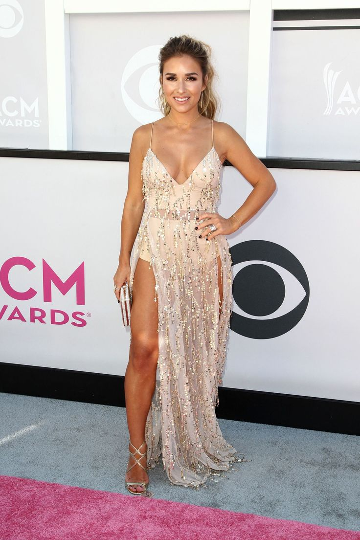 Unbelievable! AMAs Hair & Makeup: Best Beauty Looks On Jessie James Decker, Demi Lovato & More