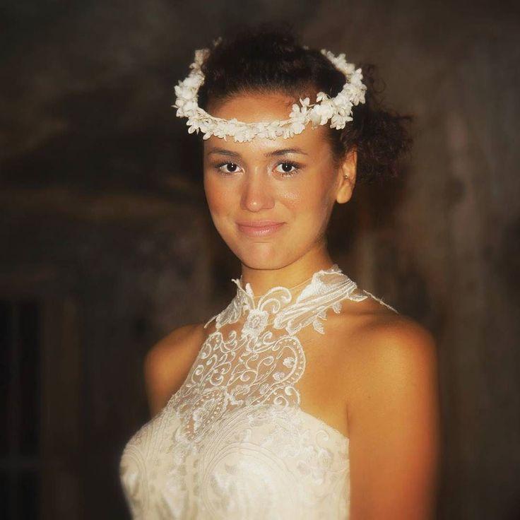 Pronta per la prima sfilata! Margherita indossa una coroncina di fiori in giaconetta e raso.  #cappello #cappelli #hat #instalike #instafun #instalife #fashion #womenfashion #madeinitaly #livorno #madeinitaly #moda #modadonna #fascinator #artigianato #modisteria #modella #modelle #fashionphoto #accessori #stile #style #l4l #concorso #modella #modelle #bellezza #model #girl