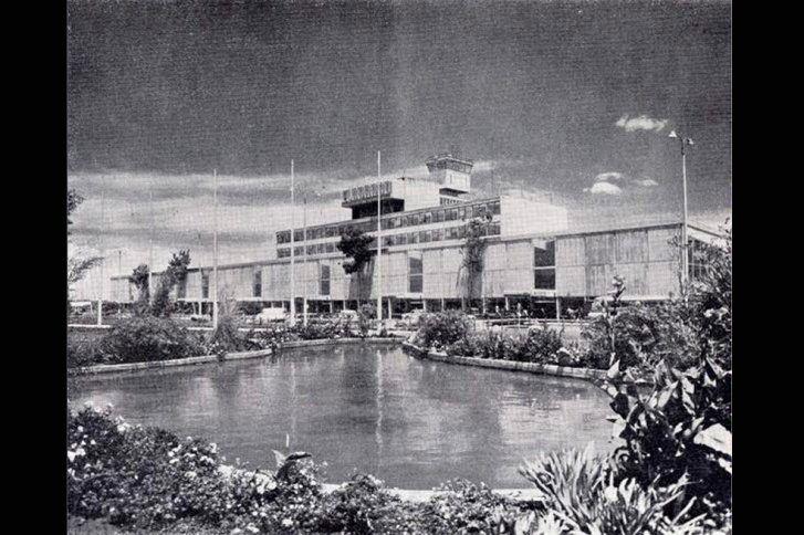 Jardines y 'Lago' frente al Aeropuerto El Dorado en 1963.