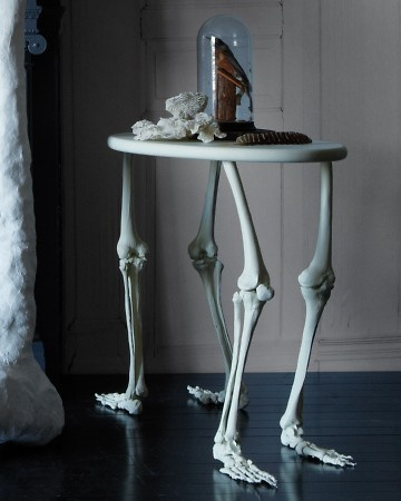 Skeleton Bone Table - Halloween decoration ideasCabinets Of Curio, Halloween Parties, Halloween Decor, Side Tables, Tables Legs, Diy Crafts, Haunted House, Martha Stewart, House Parties