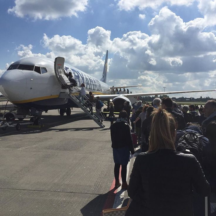 Embarquement #avion @ryanair de #brussels pour #bordeaux #travel #traveling #TagsForLikes #TFLers #vacation #visiting #instatravel #instago #instagood #trip #holiday #photooftheday #fun #travelling #tourism #tourist #instapassport #instatraveling #mytravelgram #travelgram #travelingram #igtravel