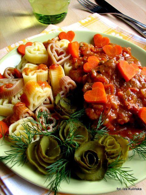Smaczna Pyza sprawdzone przepisy kulinarne: Wieprzowina duszona w warzywach i pomidorach