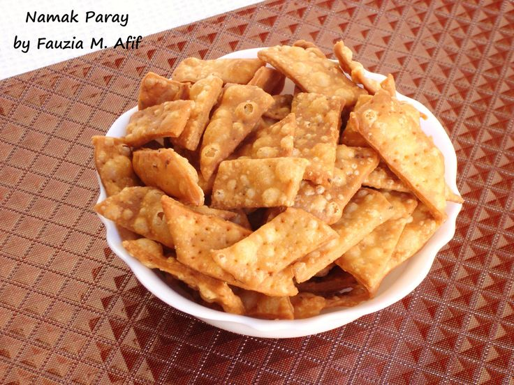 Namak paray or namak para is a crunchy savoury snack of India and Pakistan. This snack bears a close resemblance to my Khari Pooris which are slightly spicier. They are incredibly easy to prepare and very moreish in flavour. Perfect evening snack!