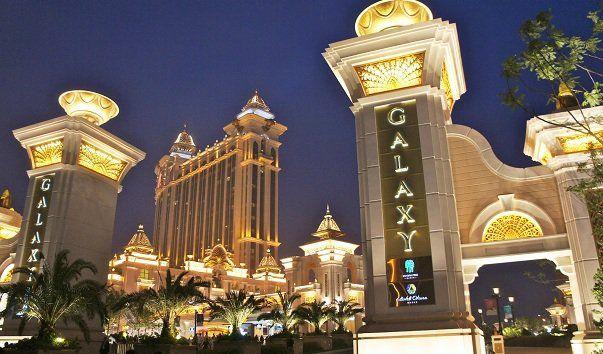 Развлекательный комплекс Galaxy Macau, Макао  Галактика Макао — это развлекательный комплекс, расположенный на Котаи Стрип в китайском городе Макао.  Он представляет собой отдельный курорт, на котором размещены казино, отели, несколько ресторанов, ночные клубы, спа-салоны и многое другое. Galaxy Macau считается одним из самых крупных развлекательных курортов в мире. Торжественное открытие состоялось 15 мая 2011 года, при этом на его создание было потрачено более двух миллиардов долларов…
