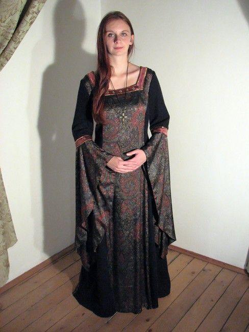 Gotický dámský kostým