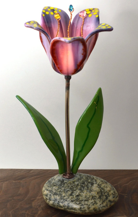Hey, I found this really awesome Etsy listing at http://www.etsy.com/listing/150274559/glass-flower-lamp-fused-glass-table-lamp