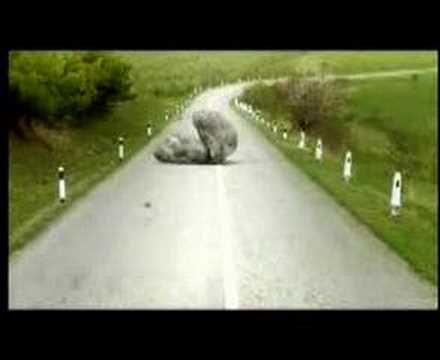 Anuncio del Nuevo Megane GT Letra de la canción: Nieve, curvas imposibles y una obra sin razón Jabones, una vaca sorda y carteles sin comprensión Un superhér...