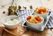 Mini soufflé di robiola e pomodorini
