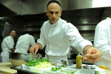 Q with the White House Chef on Healthy EatingWhite Houses, Chefs Sam, Apples Pies, House Chefs, Healthy White, Sam Kass, Broccoli Soup, House Recipe, Chicken Broccoli