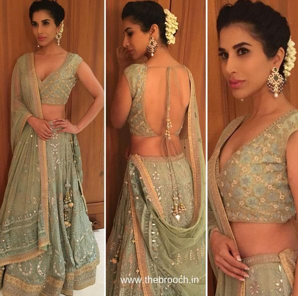 Sophie Choudry in Anita Dongre lehenga and earrings by Farah Ali Khan for Masaba Gupta's (Designer and Neena Gupta's Daughter) Sangeet. We liking the color of the outfit and sexy back cut cut of the blouse. She has beautiful waist and loving the bust fitting here. Right makeup and hair do with gajra. Gorj!