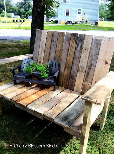More pallet projects: Woods Pallets, Pallets Benches, Wooden Pallets, Pallet Benches, Pallets Ideas, Old Pallets, Pallets Chairs, Pallets Projects, Fire Pit
