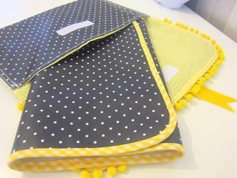 Bolsa multiusos com muda fraldas (tecido plastificado)