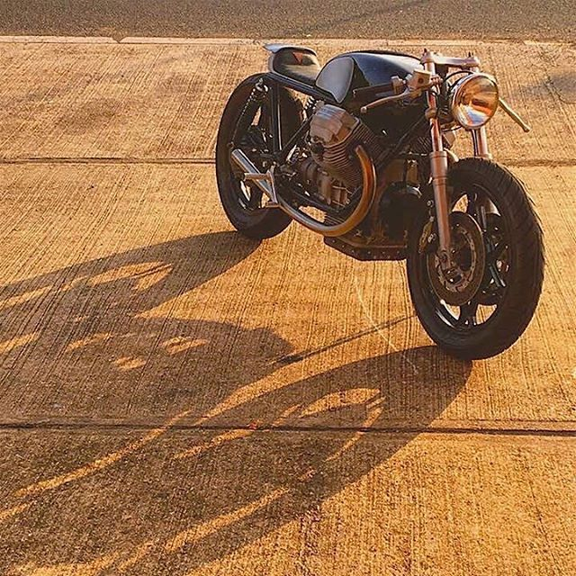 Gorgeous bike ------- #bobberporn #bobber #motorcycles #moto ( # @supercarri_ )  #caferacer #caferacers #caferacerxxx #caferacergram #caferacerporn #croig #caferacerculture #caferacersofinstagram #caferacerworld