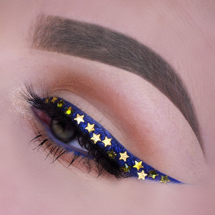I used Creme brulee in the crease and mirage on the lid. Centre stage is used as an eyeliner en cobalt eyeliner on the waterline