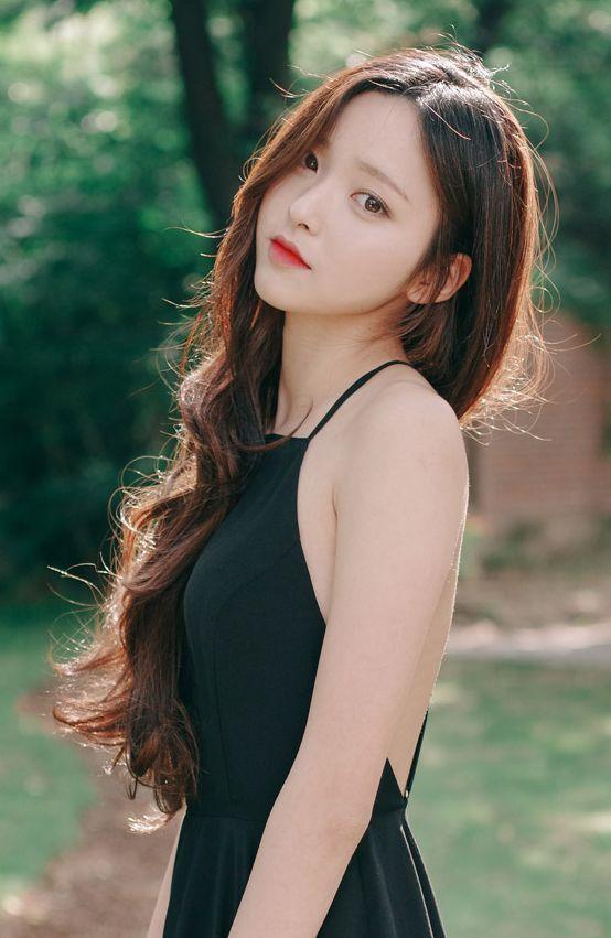 아름다운 아시아 소녀, 긴 머리 헤어스타일, 미용 제품