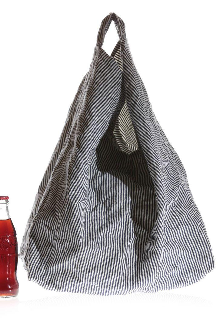 daniela-gregis - l cm 27 x h cm 44 x p cm 38 manico corto cucito nello stesso tessuto, fondo rettangolare,