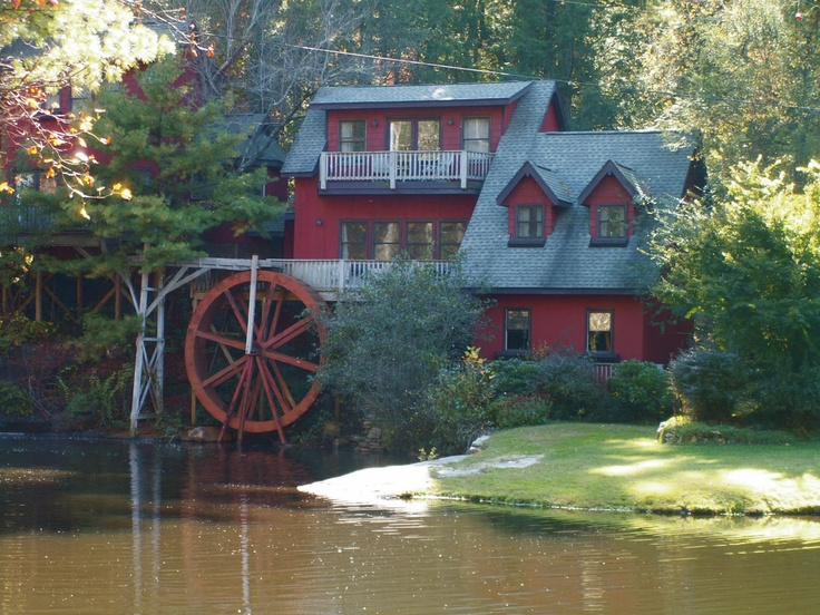 Amazing house/old Mill in North Carolina I saw. Just a snapshot. That is how it really looks.